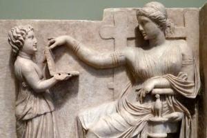 Seria um notebook? Escultura grega alimenta teorias sobre viagens no tempo (Foto: J. Paul Getty Museum/Reprodução)