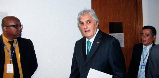 O senador Delcídio do Amaral (sem partido-MS) comparece à Comissão de Constituição, Justiça e Cidadania do Senado