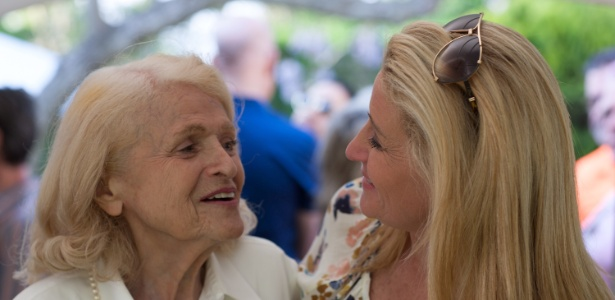 Edie Windson (esq.) e sua parceira Judith Kasen