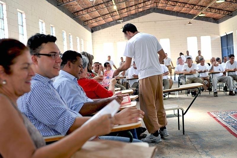 4.fev.2016 - Nas 163 unidades prisionais do Estado de São Paulo, 37 mil servidores e 226 mil presos estão mobilizados para exterminar o transmissor de dengue, chikungunya e zika vírus, segundo a Secretaria de Administração Penitenciária do Estado