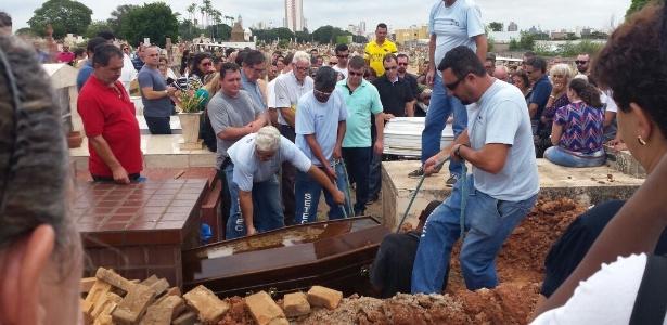 Sepultamento de Isamara Filier e seu filho, João Victor, em Campinas