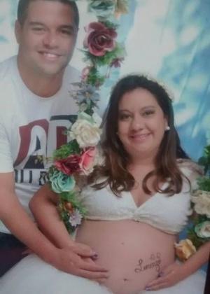 Renan Diego Peixoto da Silva e a esposa Alessandra, que precisou esperar quase 12h pelo parto