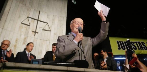 Hélio Bicudo foi um dos autores do pedido de impeachment de Dilma Rousseff e agora apoia também a saída de Michel Temer