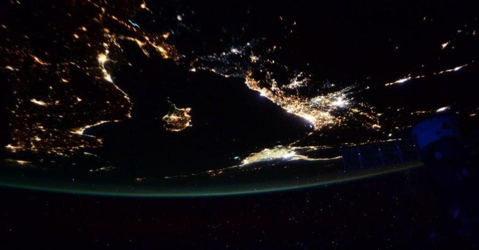 24.jul.2015 - O astronauta Scott Kelly dá boa noite a bordo da Estação Espacial Internacional com uma imagem das luzes do Mediterrâneo
