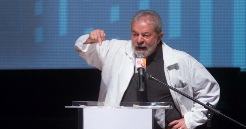 29.ago.2015 - O ex-presidente Luiz Inácio Lula da Silva disse em discurso neste sábado (29), em evento promovido pela prefeitura de São Bernardo do Campo, que o PT é vítima de uma tentativa de