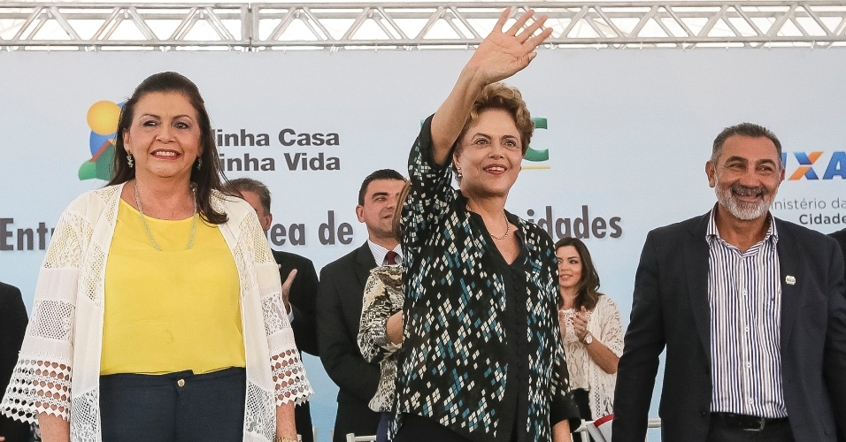 9.dez.2015 - Presidente Dilma Rousseff durante entrega de unidades habitacionais do Minha Casa, Minha Vida em Boa Vista (RR), ao lado da governadora de Roraima, Suely Campos (RR); no discurso, Dilma se defendeu novamente do pedido de impeachment e disse não ter cometido nenhum crime