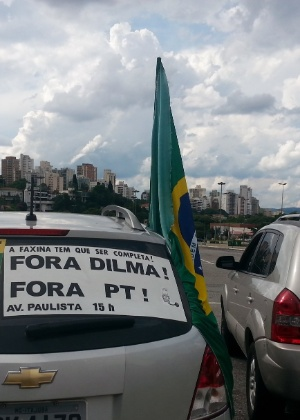 Manifestantes a favor do impeachment da presidente Dilma Rousseff realizaram uma carreta neste domingo (7)