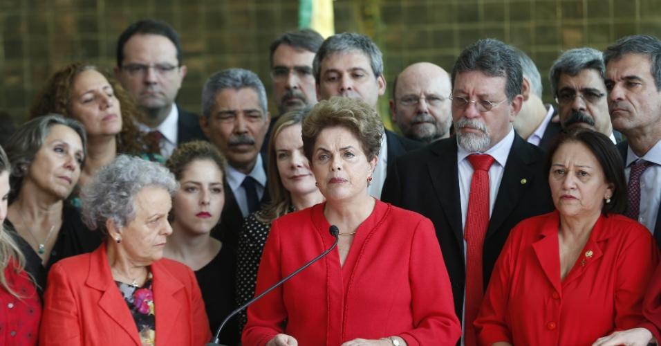 31.ago.2016 - Dilma Rousseff foi afastada definitivamente do poder em 31 de agosto de 2016, após votação no Senado Federal. Foram 61 votos a favor do impeachment e 20 contra, sem abstenções. Logo após o afastamento, Dilma fez um pronunciamento em que afirmou que