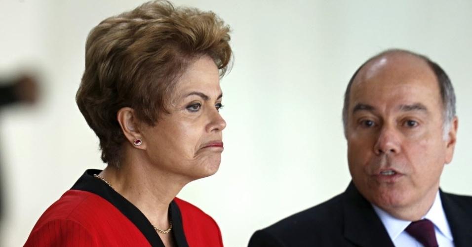17.jul.2015 - Dilma Rousseff recebe os presidentes dos países do Mercosul ao lado do ministro de Relações Exteriores, Mauro Vieira, na 48º Cúpula do Mercosul, nesta sexta-feira (17), em Brasília (DF). Os países membros assinaram um protocolo de adesão da Bolívia como membro pleno do bloco