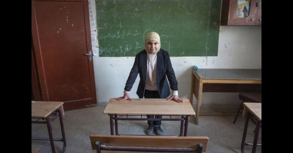 9.fev.2016 - Fatima, 12, quer ser professora. E é assim que ela imagina seu futuro:
