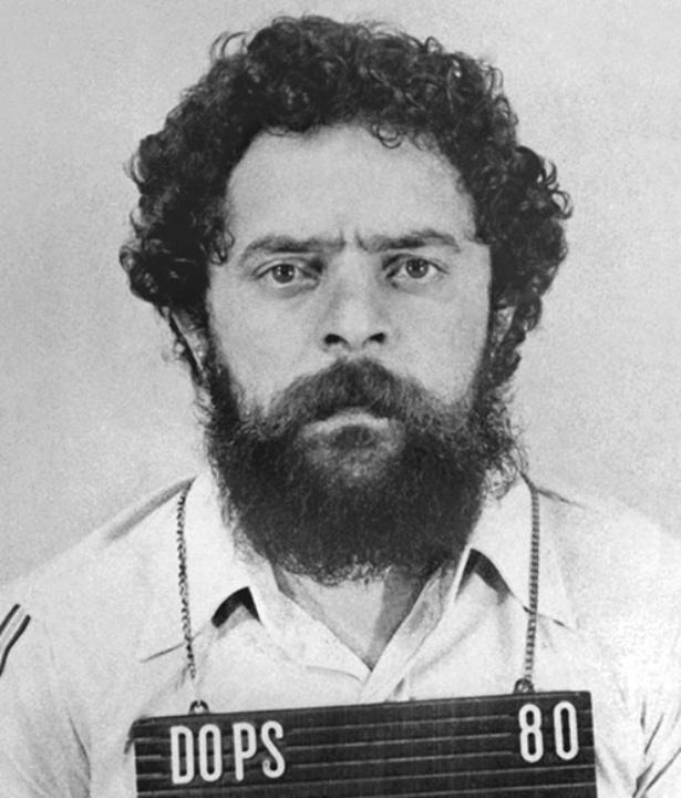 Instituto Lula publica imagem de ex-presidente preso pelo Dops e diz