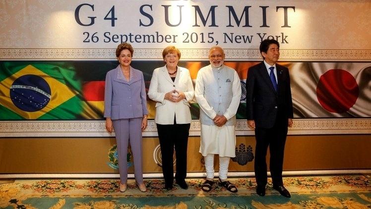 26.set.2015 - A presidente Dilma Rousseff (PT) posa para foto ao lado da chanceler alemã, Angela Merkel, do primeiro-ministro da Índia, Narendra Modi, e do primeiro-ministro do Japão, Shinzo Abe, antes de encontro do G4 em Nova York. Nesse encontro, os países insistirão na necessidade de a ONU aprofundar e avançar na negociação para uma reforma do Conselho de Segurança, que conta com cinco membros permanentes, que têm direito a veto --Estados Unidos, Rússia, China, Reino Unido e França, e com dez não permanentes que têm mandatos de dois anos