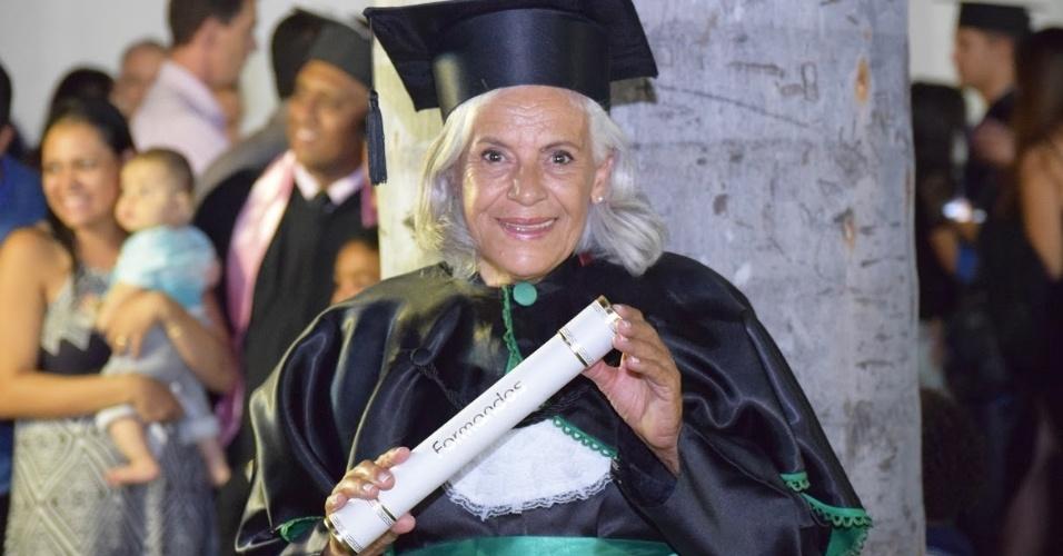 Maria Madalena Silva, 68, foi cozinheira por 20 anos e agora se formou em serviço social