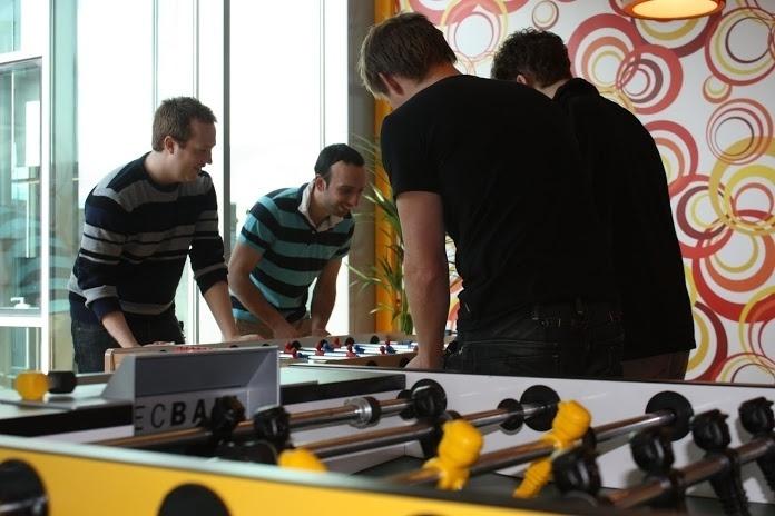 Além de sinuca, os funcionários do Google na Irlanda também pode se divertir jogando pebolim (ou totó, como preferir)