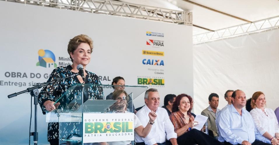 5.mai.2016 - A presidente Dilma Rousseff fala durante entrega unidades do Minha Casa, Minha Vida, em Santarém (PA). No discurso ela afirmou que o presidente afastado da Câmara, Eduardo Cunha (PMDB-RJ),paralisou o Congresso para votar o impeachment dela