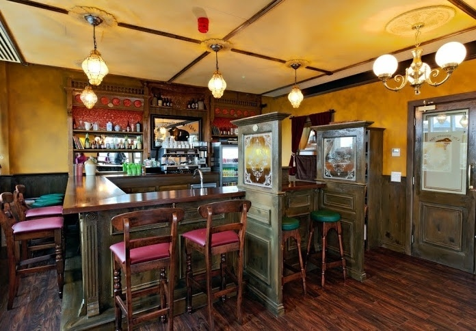 A decoração do escritório do gigante da tecnologia Google em Dublin, na Irlanda, é inspirado na cultura do país. A cozinha, por exemplo, é desenhada no estilo de um tradicional pub irlandês. Clique nas imagens acima para ver mais fotos do local