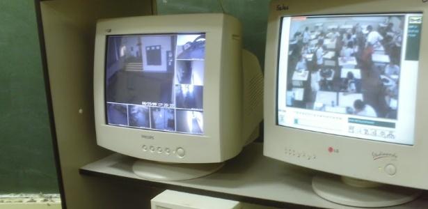 Câmeras de monitoramento confirmaram o ato do professor de Botucatu