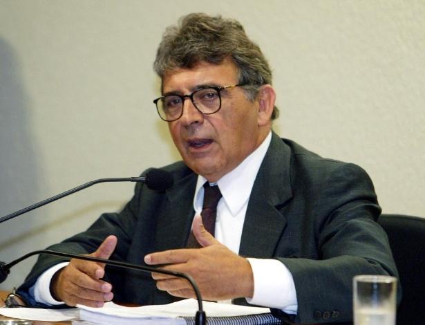 O economista e ex-militante petista Paulo de Tarso Venceslau durante depoimento, em janeiro de 2006, à CPI dos Bingos, no Senado, em Brasília (DF).