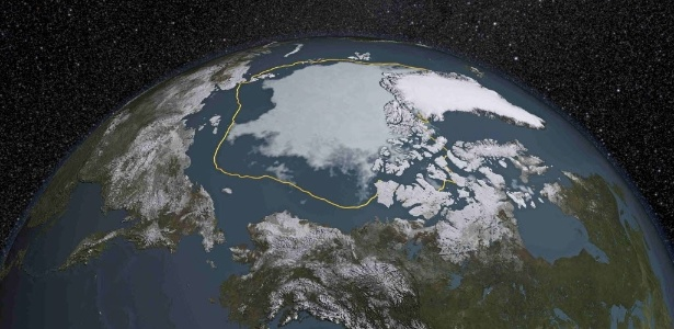 Neste verão (no hemisfério Norte), a área de gelo do Ártico ficou 1,8 milhão de km² abaixo da média registrada desde 1981. A linha dourada mostra como era a placa de gelo