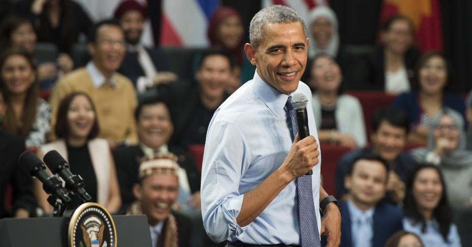 20.nov.2015 - O presidente dos Estados Unidos, Barack Obama, responde a perguntas de estudantes durante visita à Universidade de Taylor, em Kuala Lumpur. O presidente dos EUA visita foi à Malásia para participar da cúpula da Associação de Nações do Sudeste Asiático (Asean)