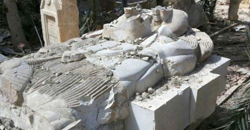 28.mar.2016 - Artefatos danificados na entrada do museu de Palmira. Após dez meses sob controle do grupo extremista Estado Islâmico, a cidade histórica síria foi libertada por tropas leais ao governo do país