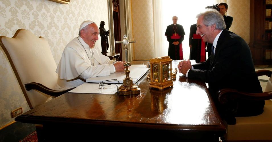 2.dez.2016 - Papa Francisco recebe o presidente do Uruguai, Tabaré Vazquez, em audiência privada, no Vaticano