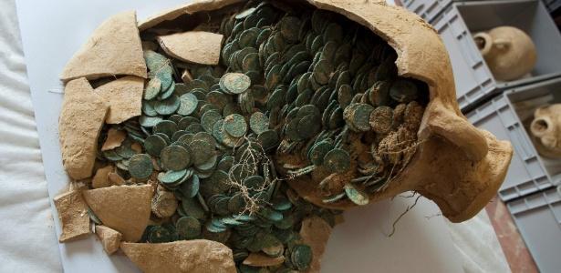dezenove-anforas-romanas-com-600-quilos-