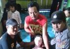 Moradores de vilarejo na Indonésia confundem boneca inflável com anjo (Foto: AFP)