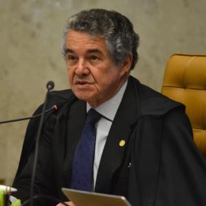 Em sessão no STF (Supremo Tribunal Federal), ministro Marco Aurélio Mello declara voto a favor do afastamento de Renan Calheiros da presidência do Senado