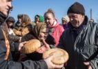 Missionários evangélicos encontram terreno fértil em cidades destruídas pela guerra na Ucrânia (Foto: Brendan Hoffman/The New York Times)