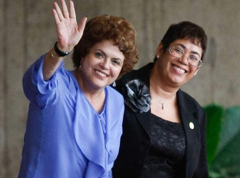 31.mar.2010 - Dilma Rousseff, chega ao CCBB com a sua substituta na Casa Civil, Erenice Guerra