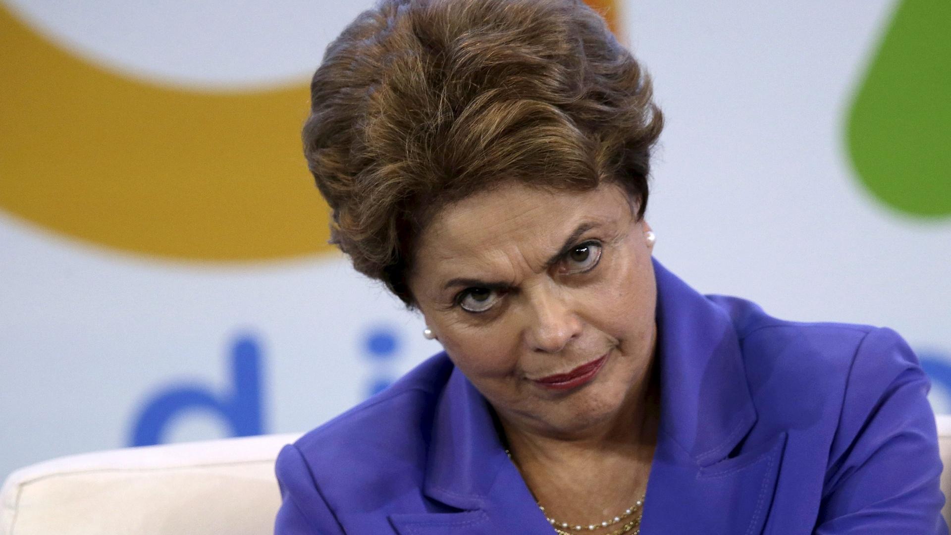 Dilma sanciona lei contra a liberdade de imprensa