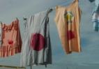 Ato contra violência sexual estende varal com roupas sujas de sangue no Rio - Murilo Rezende/Futura Press/Estadão Conteúdo