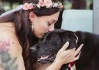 Com tumor terminal, cachorro aguenta firme para ver sua dona casar (Foto: Reprodução/Facebook/JenDz Photography)