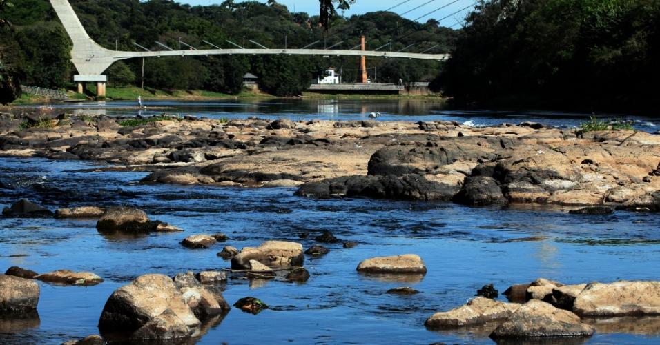 29.jun.2015 - Rio Piracicaba tem vazão baixa na região da Rua do Porto próximo à ponte Pincel e Engenho Central
