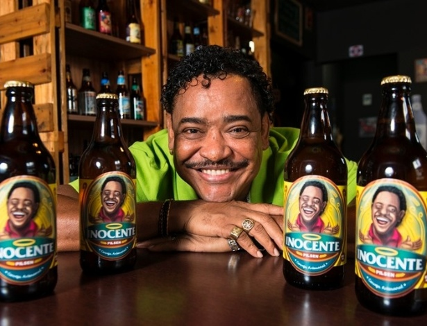 Compadre Washington posa com a cerveja