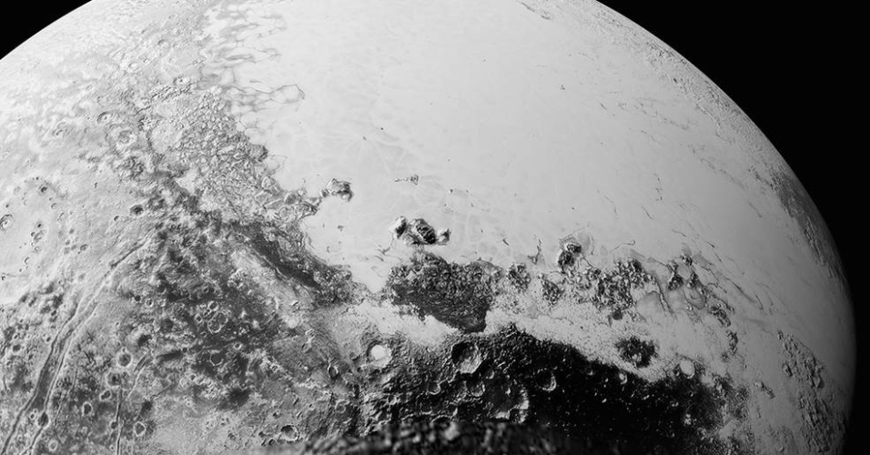 10.set.2015 - A Nasa (Agência Espacial Norte Americana) divulgou uma nova imagem do Plutão destacando a complexidade de sua superfície.