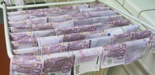 Euros recuperados do Danúbio secam em varal