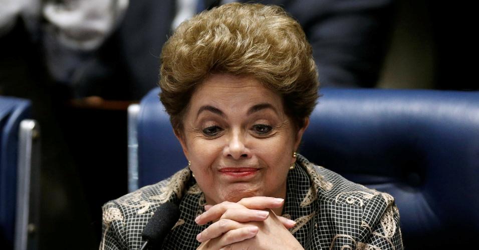 29.ago.2016 - A presidente afastada, Dilma Rousseff, ouve questionamento de senadores durante sessão de julgamento do impeachment no Senado Federal, na qual defende o seu mandato