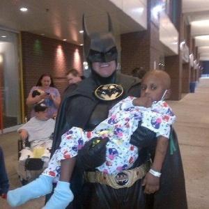 Lenny B. Robinson, 51, que se vestia de Batman para visitar crianças em tratamento contra o câncer, nos EUA, morreu em um acidente de carro neste domingo (16)