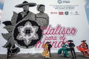 Guadalajara bate recorde do Guinness com mosaico gigante de chapéus típicos (Foto: Héctor Guerrero/AFP)