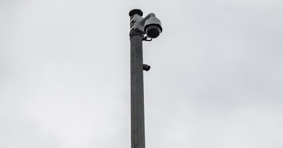5.out.2015 - Câmera de monitoramento de trânsito na Radial Leste, na zona leste de São Paulo, que ficou meses quebrada e foi recentemente consertada