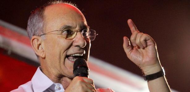 """No Facebook, Rui Falcão disse que """"elites pisoteiam o voto popular"""""""