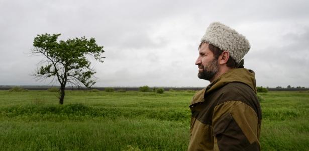 O cossaco Yuri Bugaev faz reconhecimento da pastagem em Primorsky Krai, no extremo oriente russo, que será doada pelo governo da Rússia para os colonos de São Petersburgo