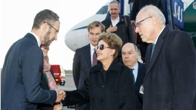 Dilma Rousseff desembarca na Suécia para visita oficial