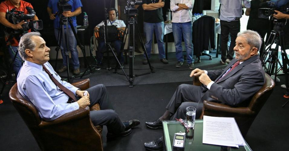18.nov.2015 - O ex-presidente Lula concede entrevista ao jornalista Roberto d'Ávila, da Globo News