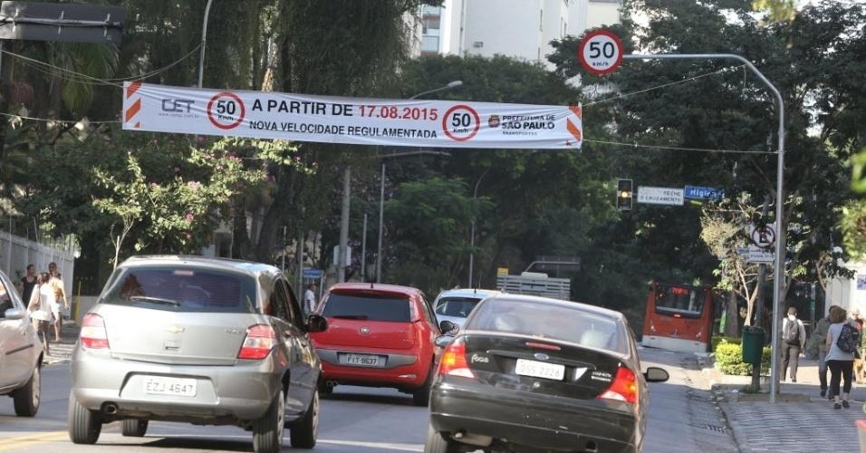 AVENIDA ANGÉLICA - Uma das principais avenidas do bairro Higienópolis, na zona oeste, passou a ter a velocidade máxima de 50km/h no dia 17.ago em toda sua extensão
