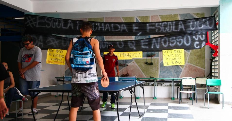 Resultado de imagem para professores e alunos invadem escolas