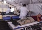 Com alta de dengue, cidades 'caçam' médicos e improvisam hospitais (Foto: Renan Kubota/Folhapress)