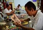 """""""Prison Art"""": bolsas de luxo feitas por presos mexicanos são sucesso de venda - Pedro Pardo/AFP"""